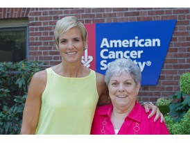 Dara Torres Meets Hope Lodge Volunteer