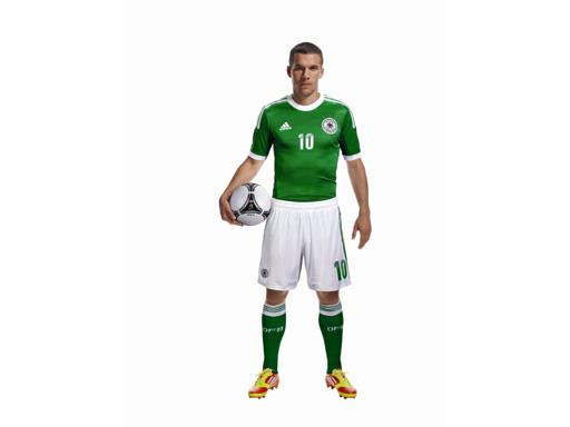 Lukas Podolski im neuen Away-Jersey