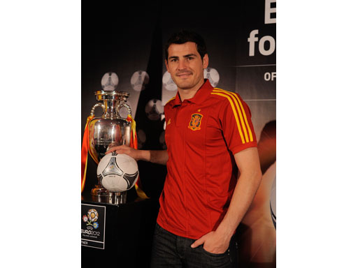 Image : Spanish captain Iker Casillas with the adidas Tango 12 Finale