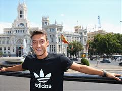 adidas begrüßt Mesut Özil mit eigener Kampagne