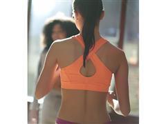 Niezastąpione wsparcie podczas treningów  –  adidas prezentuje nową kolekcję sportowych biustonoszy
