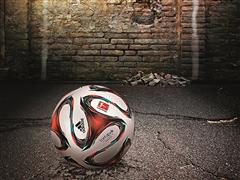 """Offizieller Spielball der Bundesliga: """"brazuca""""-Technologie rollt jetzt auch in deutschen Stadien"""