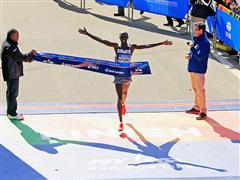 Kipsang y Keitany ganan la Maratón de Nueva York con las adidas adizero Adios BOOST™