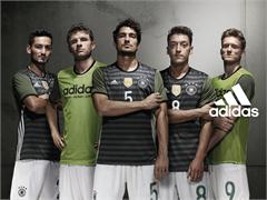 """Our Pitch Our Rules"": Neue adidas-Kampagne  begleitet Özil, Müller und Co zur EURO 2016"