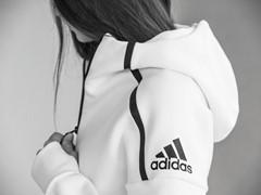 Neue adidas Athletics Kategorie: Petkovic und Gündogan präsentieren Z.N.E. Hoodie