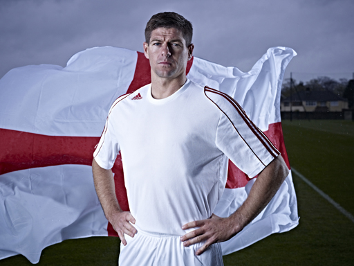 Image : Steven Gerrard with England flag