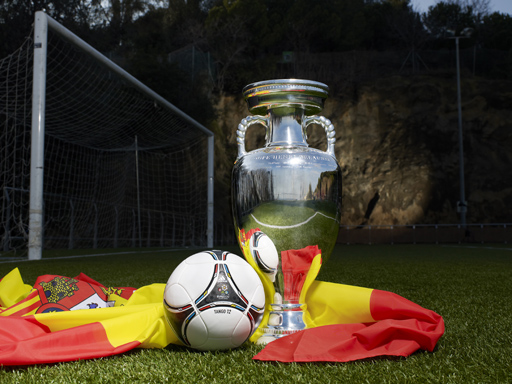 Image : UEFA Euro 2012 Trophy