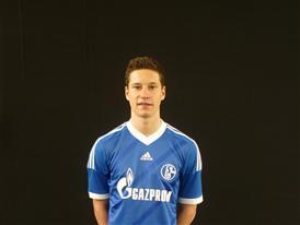Julian Draxler im neuen Schalker Heimtrikot