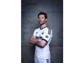 Alonso in Real Madrid 2012-2013 home kit (high res)