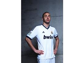 Benzema in Real Madrid 2012-2013 home kit (high res)