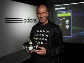 Zinedine Zidane holding the smart ball