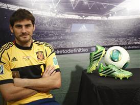 Iker Casillas_botas predator_balon oficial Cafusa