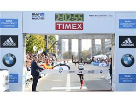 Dennis Kimetto Smashes Marathon Record 2