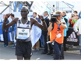 Dennis Kimetto Smashes Marathon Record 4