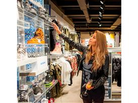 H Shaya στο κατάστημα adidas Ελληνικού