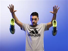 adidas prezintă revoluția. ghetele de fotbal X și ACE