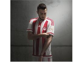 adidas_Olympiacos Home 15-16_Fortounis_1