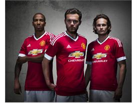Manchester United 2015/16 Home Kit 14