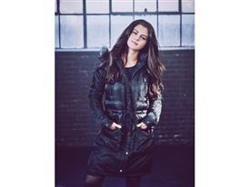 NEO FW15 Selena Gomez Q4 6