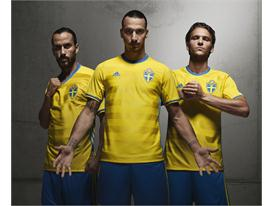 Sweden's national team reveals new jersey in the light of deciding playoff game against Denmark 1