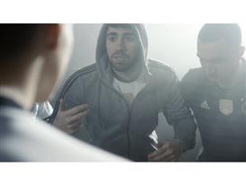 """Neue Folge der """"First Never Follows""""-Serie: Superheld Neuer, Müller macht `ne Ansage"""