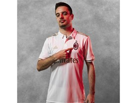 AC MILAN 16-17 Kit Insta Bonaventura Away