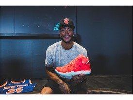 Derrick Unveils D Rose 7 Solar Red