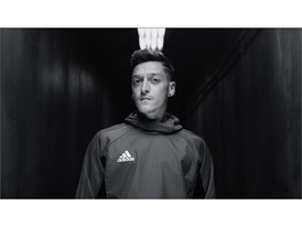 OZIL NEVERFOLLOW PR STILL 3