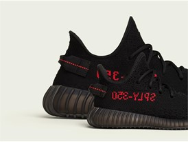 YEEZY BOOST 350 V2 Core Black / Red Family Lateral Right