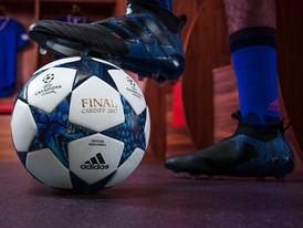 Neuer UEFA Champions League-Ball: Ein Drache im Stadion