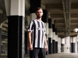 adidas Soccer Reveals New Juventus Home Kit for 2017/18 Season