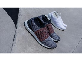 Running FW17 ULTRABOOST-LACELESS GROUP Hero-02 16 9
