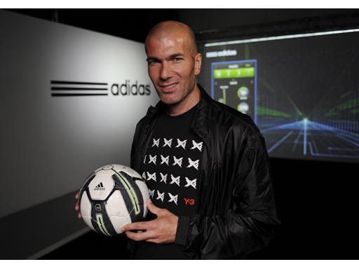 Zinedine Zidane holding the smart ball