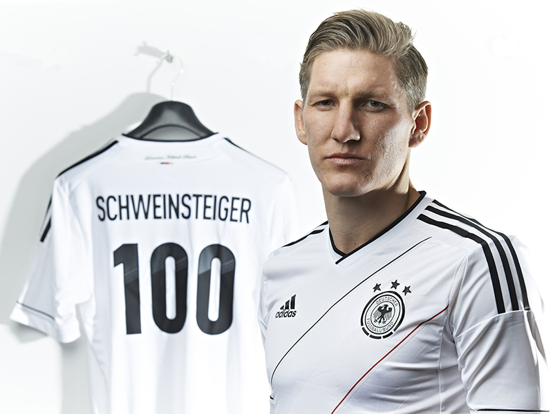Немският полузащитник Бастиан Швайнщайгер направи 100-ната си поява с националния отбор на Германия