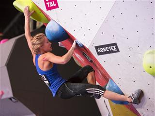 2,500 climbing fans celebrate international bouldering elite