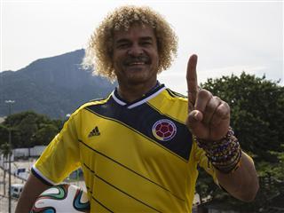 Valderrama le da el título del próximo 'Pibe' colombiano a James Rodríguez durante conferencia de prensa en el Posto adidas