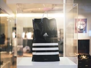 adidas Group изпраща пластмасовите торби в историята