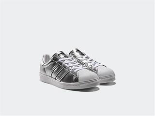 Tο εμβληματικό Superstar των adidas Originals επιστρέφει  όπως δεν το έχεις ξαναδεί, ενσωματώνοντας την τεχνολογία BOOST