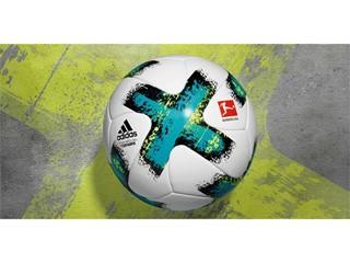 """Neuer Bundesliga-Spielball: Türkise Streifen für """"TORFABRIK"""""""