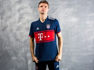 FC Bayern Revive Old Fan Favorite with New adidas Soccer 2017/18 Away Jersey