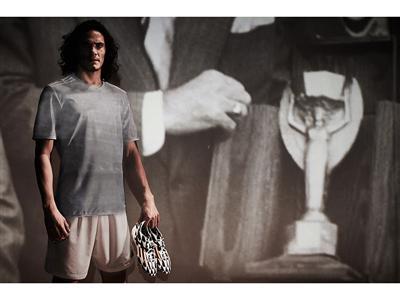 Cavani Ready to Rewrite History for Uruguay