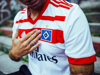 """Das HSV-Heimtrikot 2017/2018: Neue Jerseys für die """"Rothosen"""""""