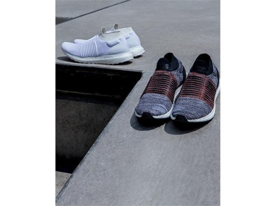 Running FW17 ULTRABOOST-LACELESS GROUP Hero-01