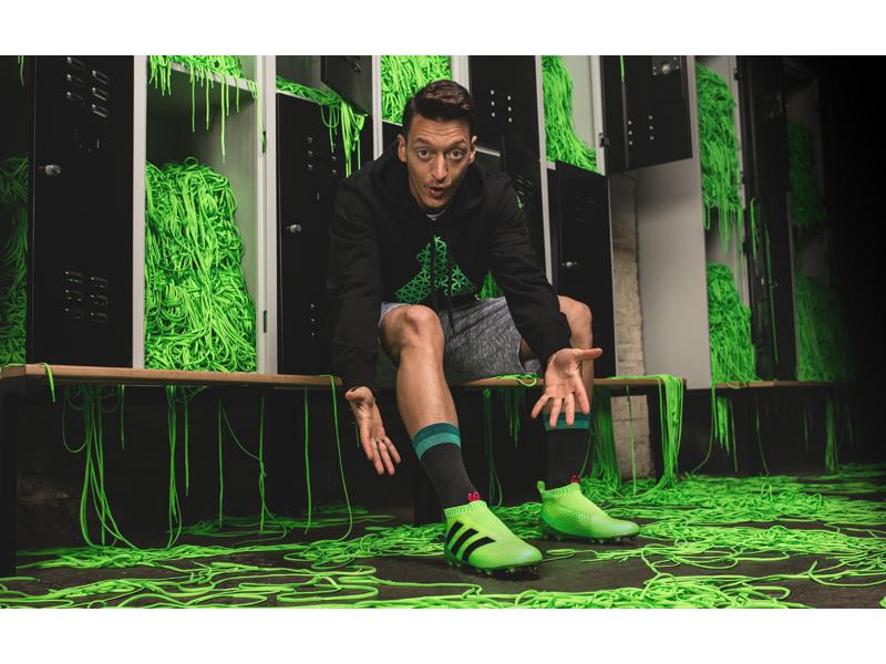 Özil w/ adidas PURECONTROL
