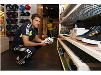 Real Madrid&#39;s Mourinho and Casillas visit adidas Store in New York