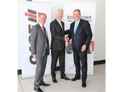 Austrian Minister Andrä Rupprechter welcomed by CASE IH at Expo