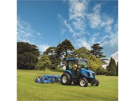 New Holland Boomer 3040 tractor