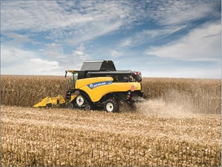 New Holland Agriculture CR8 harvesting maize