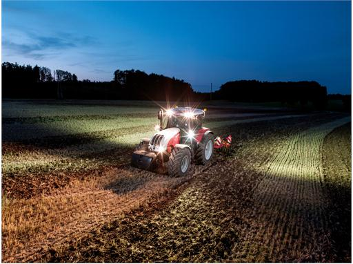 Steyr 6185 CVT Cultivation with LED Lights on 01