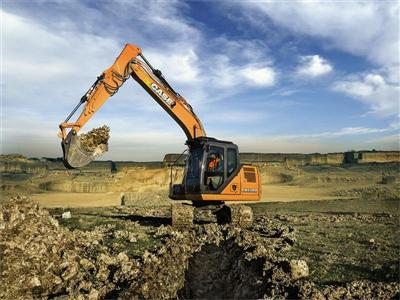 CASE extends D Series crawler excavator range with five new models at Bauma 2016